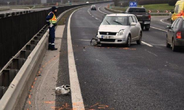 Buszbaleset: Többen megsérültek az oldalára dőlt buszban, egy 77 éves asszony pedig nagy karambolt okozott az M6-oson, aztán lelépett