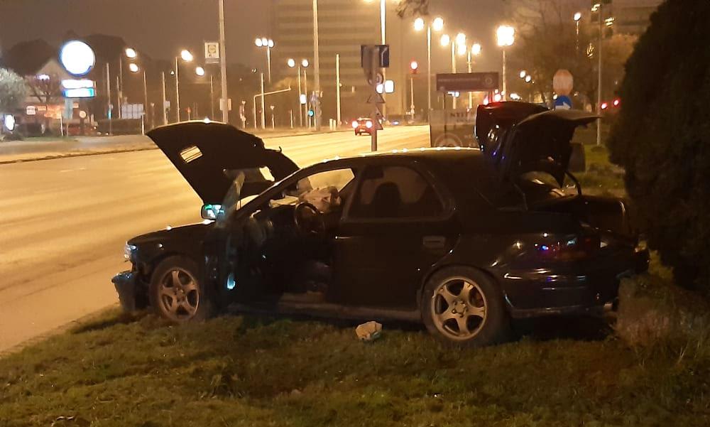 Drogosan versenyzett két autós Budapesten az Üllői úton, hatalmas karambol lett belőle, az egyik elmenekült