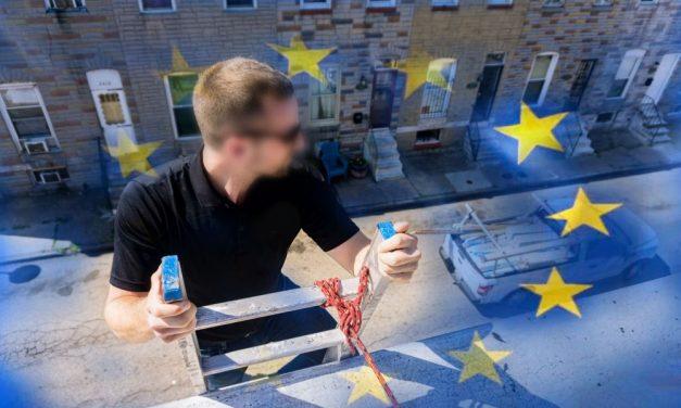 Az ereszcsatornán menekült a magyar EP képviselő a rendőrök elől a brüsszeli tiltott partin: drogot is találtak a helyszínen