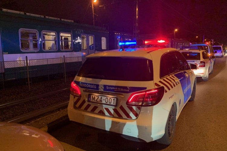 Tragédia: halálra gázolt a HÉV egy kerékpárost Budapesten – Fotók a helyszínről