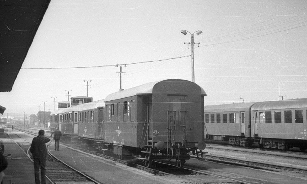 43-an haltak meg, miután két vonat frontálisan ütközött: az orvosok taxival és stoppal rohantak a kórházba az 52 évvel ezelőtt történt szerencsétlenség után