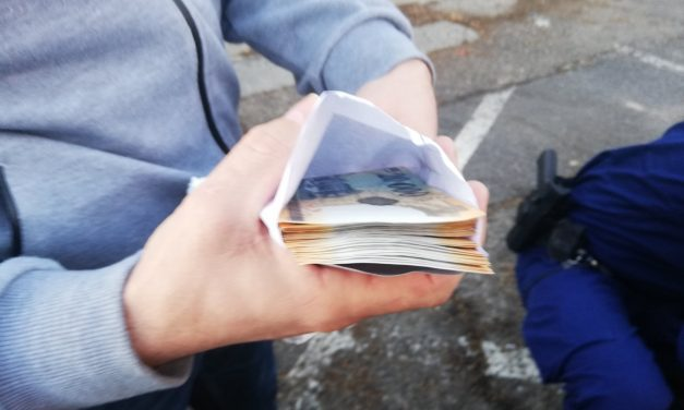 Közel kétmillió forintot csaltak ki unokázós csalók egy idős férfitól Győrben, így vezették meg a a bácsit