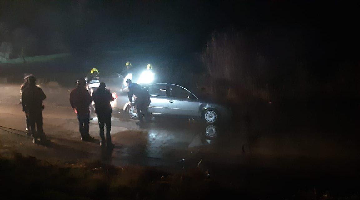 Három utassal a Dunába gurult kocsijával egy sofőr Soroksárnál – Fotók és videók a helyszínről