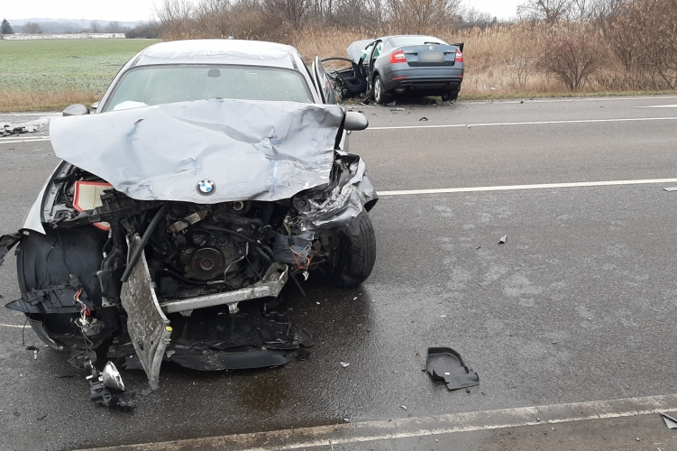 Tragédia Pécsnél: a mohácsi rendőrkapitány halt meg, miután egy BMW-vel ütközött az autója