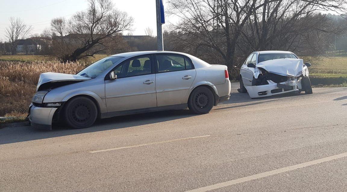 Durva karambol a Budapesten – Két autó rohant egymásba, az egyik sofőr sokkos állapotban feküdt az autóban – Fotók a helyszínről
