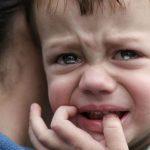 """""""Most megöllek, megfojtalak, dögöljél meg te dög"""" – ezt kiabálta részegen kisfiának az anya, miközben ütötte-verte, a gyerek a járókelőktől kért segítséget"""