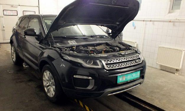 Hamis alvázszámmal, lopott Range Roverrel akart átkelni a határon egy szerb sofőr