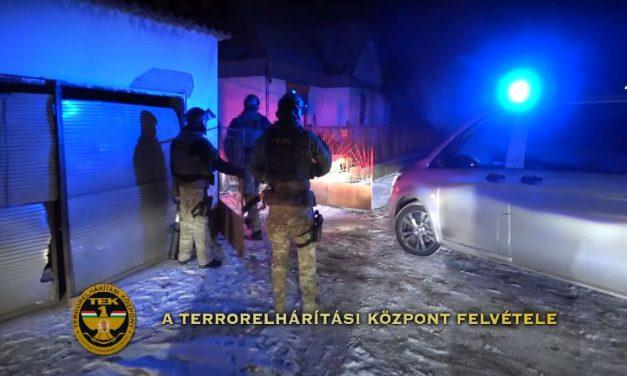 Ordibáló, fenyegetőző férfit fogtak el a rendőrök: a nyomozás során egy fegyver is előkerült – videó