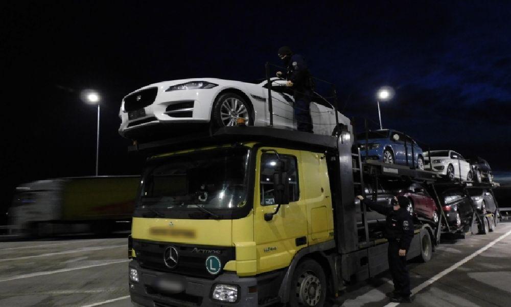 Körözött Jaguárt fogtak a rendőrök: az olasz hatóságok már egy ideje keresték a nagy értékű autót