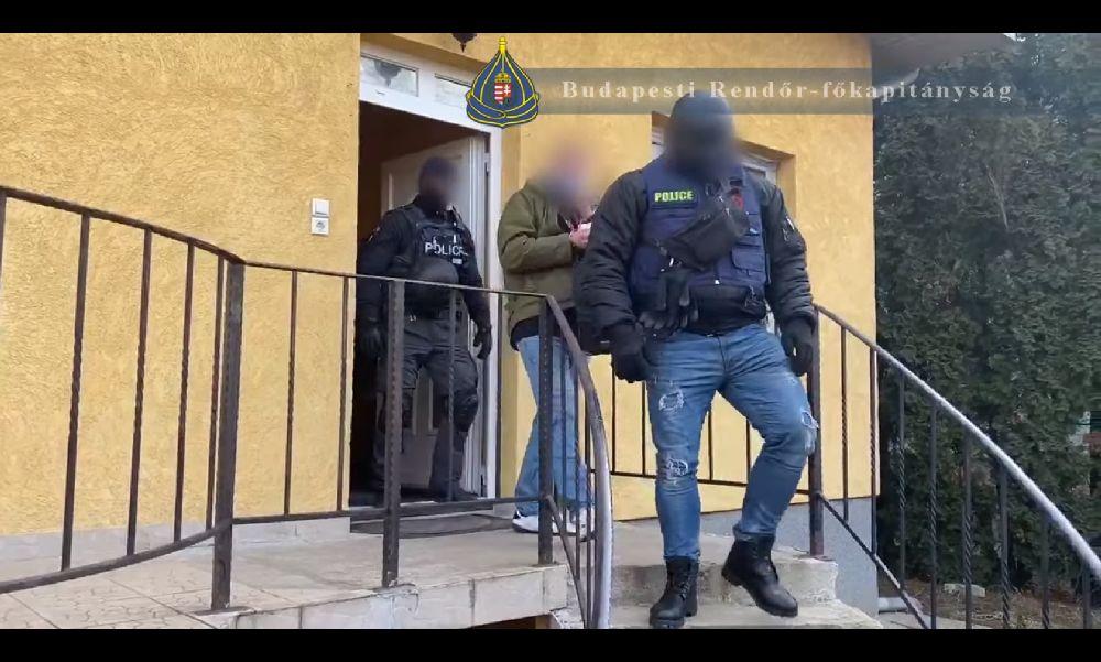 Milliós drogfogás: a budapesti díler nemcsak drogot, fegyvert is tartott magánál – videó
