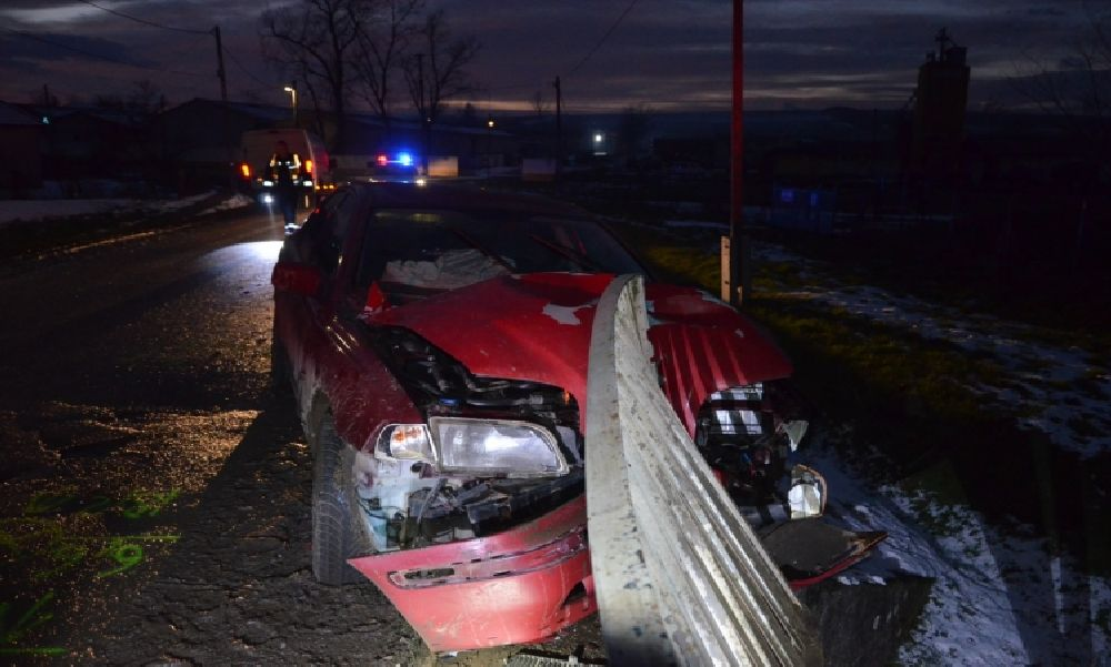 Brutális baleset: vezetői engedély hiánya és gyorshajtás miatt ütközött egy fiatal