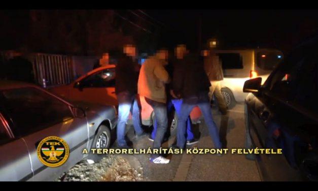 Autómosóban is árulták a drogot: a dílerek amfetaminnal és hasissal kereskedtek – videó