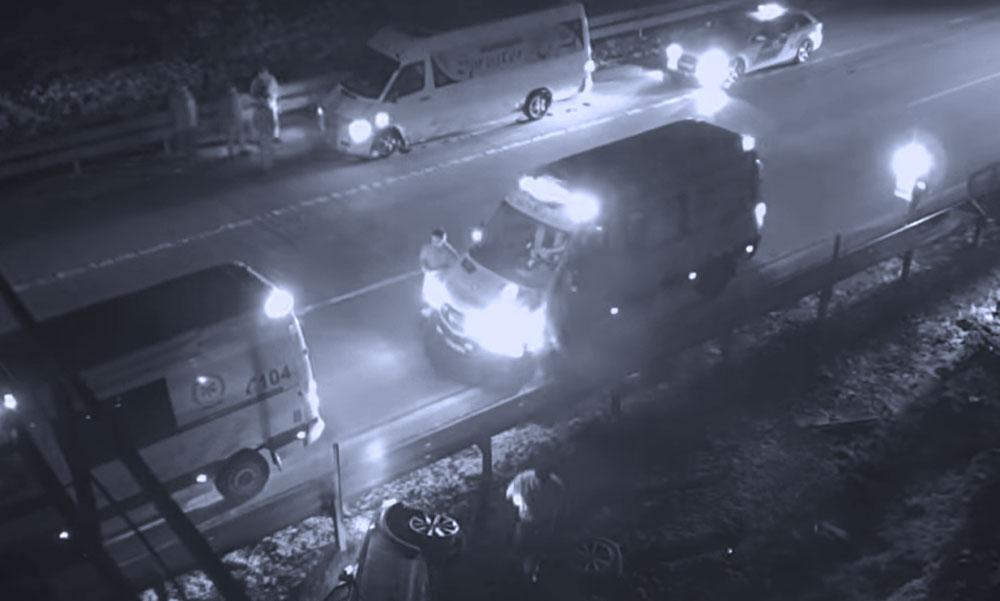 Hatalmas balesetet rögzített az M0-áson egy kamera, a részeg sofőr ezután elképesztő dolgokat művelt