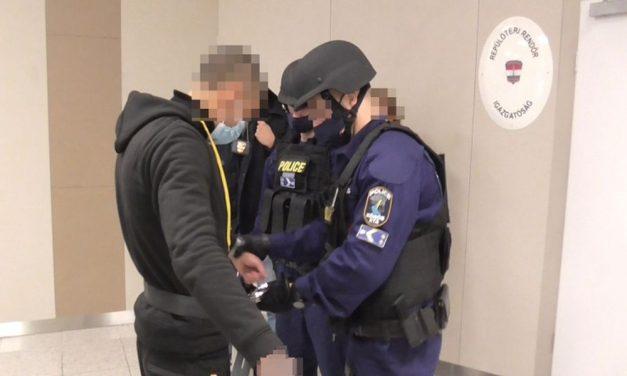 Embercsempész menekült el a rendőrök elől: nemzetközi elfogatóparancs alapján találták meg Belgiumban a 19 éves férfit – Videó