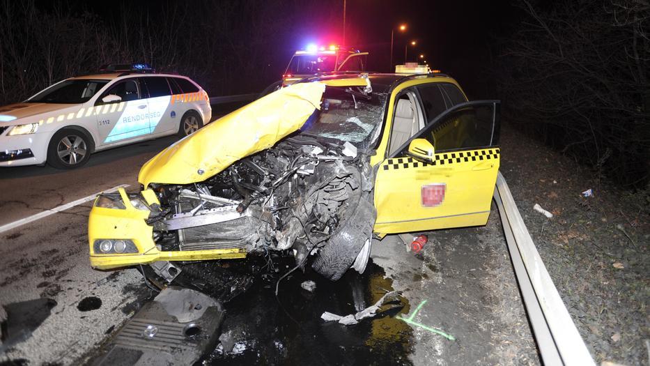 Bedrogozva, jogosítvány nélkül okozta a taxisofőr azt a balesetet, amelybe meghalt a Fradi focistája, a vétkes autós továbbra is börtönbe marad