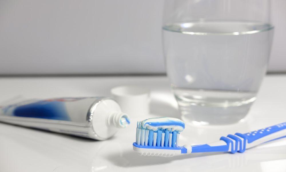 Kész őrület: ismeretlen fogkefe miatt verte össze élettársát egy férfi