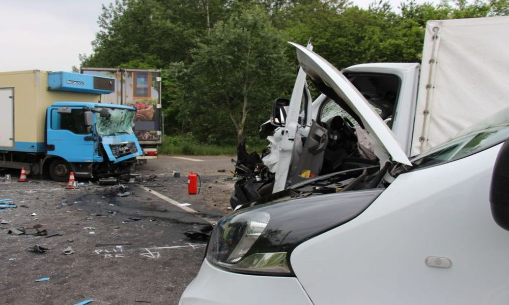 Fáradt volt a kamionos: a durva balesetben három ember halálát okozta