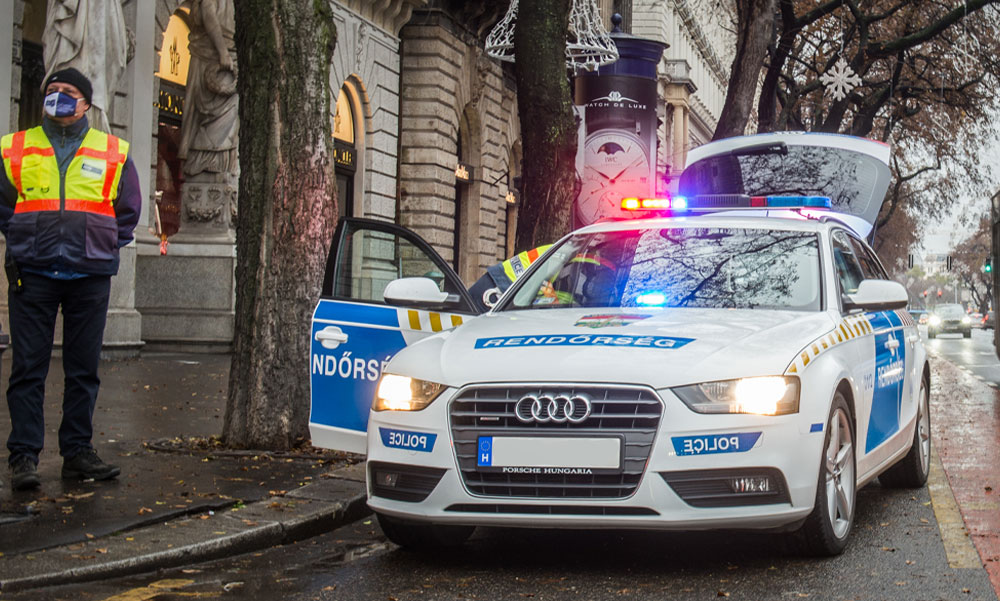 """Bordélyházat, egy igazi kéjlakot számoltak fel a rendőrök Budapesten, munka közben érték tetten a """"hölgyeket"""""""