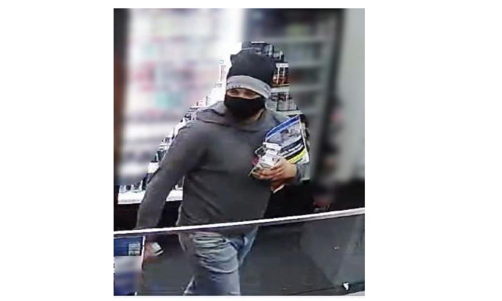 Talált egy bankkártyát, majd nagybevásárlást rendezett: a rendőrök keresik az elkövetőt – Videó