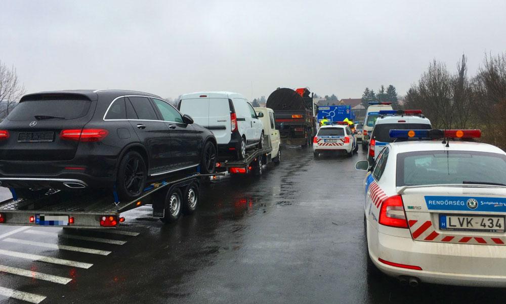 Horrorkaravánt kapcsoltak le a rendőrök az M3-as autópályán, 1 millióra bírságolták a sofőrt