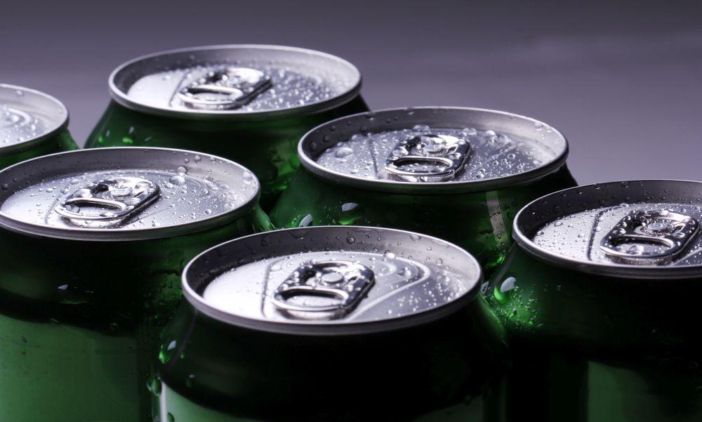 Négy év börtönt kapott az alkoholmentes sörösdobozzal támadó részeg férfi