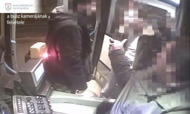 Videón a buszon verekedő férfi: a támadót több mint fél évre börtönre ítélték