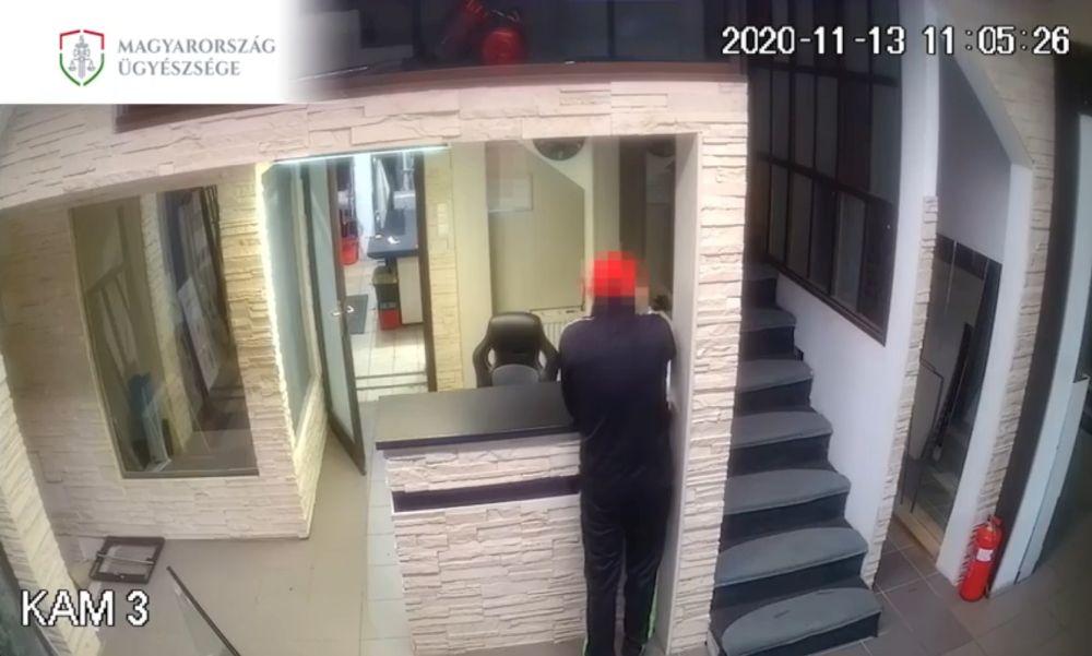 Fodrászatban verekedett: börtönt kapott a fiatal tolvaj – videó