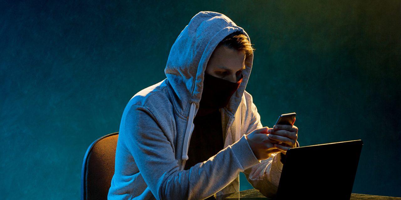 Több százezer érintettje lehet Magyarországon a csomagküldős sms-csalásnak, gyorsan terjedhet a vírus – Ezt hangsúlyozza most a rendőrség