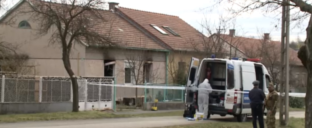 Családi tragédia Ajkán: megölte apját, felgyújtotta a házát majd magával is végzett egy 50 év körüli férfi – videó