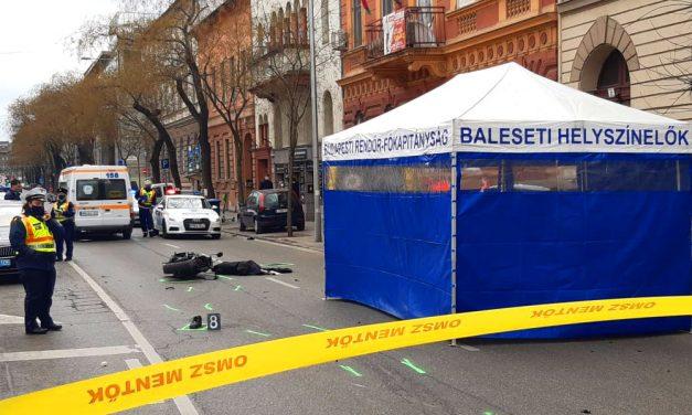 Halálos baleset: Mentőautóval ütközött egy motoros Budapesten, a futár nem élte túl a balesetet