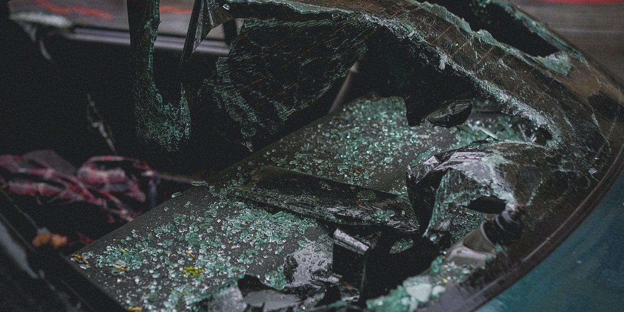 Baleset történt Budapesten – Két autó rohant egymásba a 2. kerületben, egy ember megsérült
