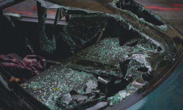 Szalagkorlátnak ütközött egy autó az M6-oson