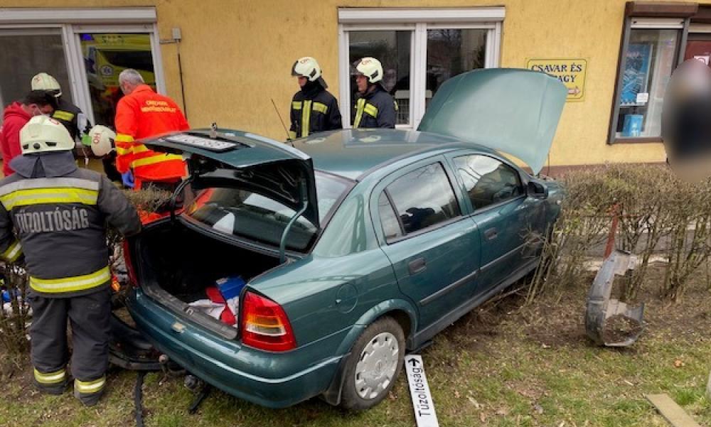 """""""Szólítgattam, kikapcsoltam az övét de már alig volt érezhető a pulzusa"""" – Odarohant az összetört autóhoz az asszony, hogy segítsen"""
