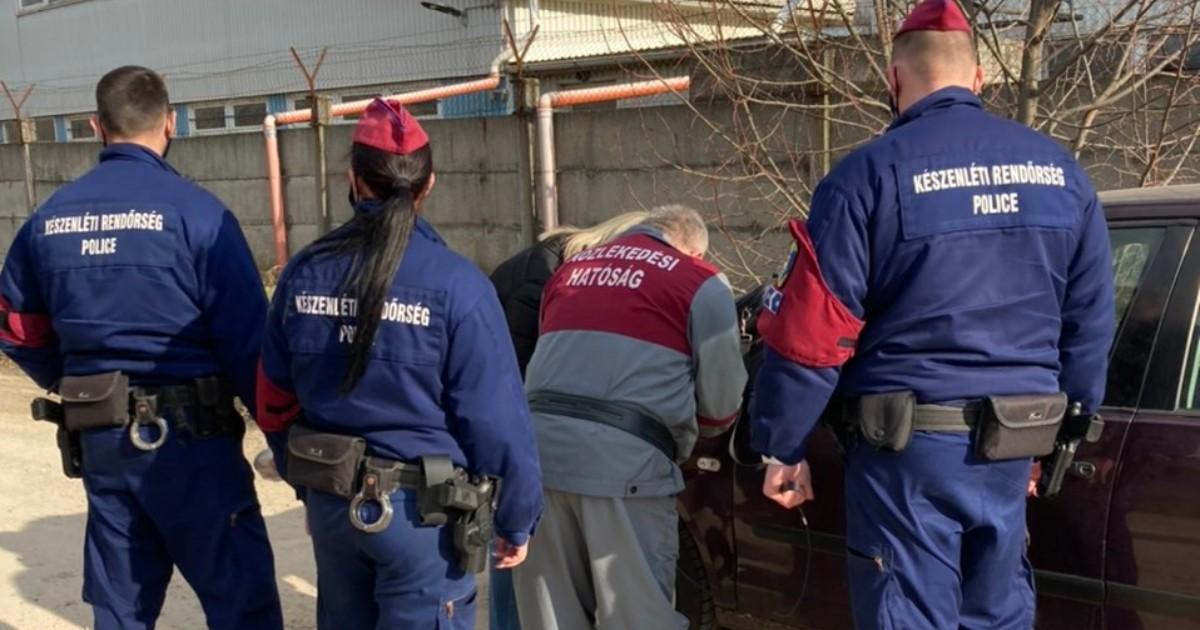 A kenőpénz átadásakor csaptak le a korrupt vizsgabiztosokra a nyomozók