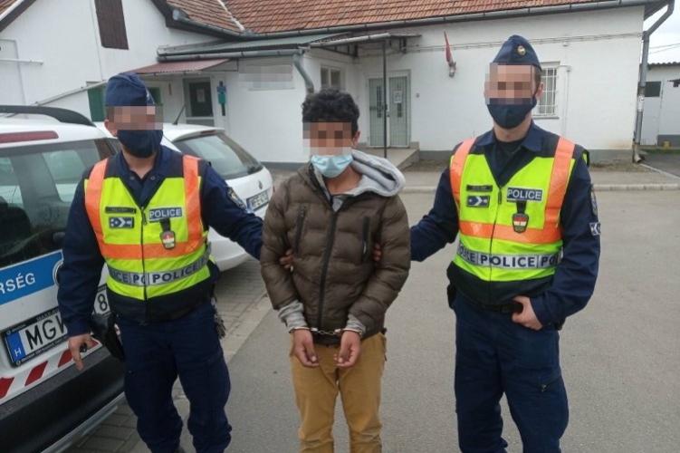 Egy éjszaka alatt két helyen is rabolt ez a fiatal fiú – Egyik áldozatát tégladarabbal ütötte meg