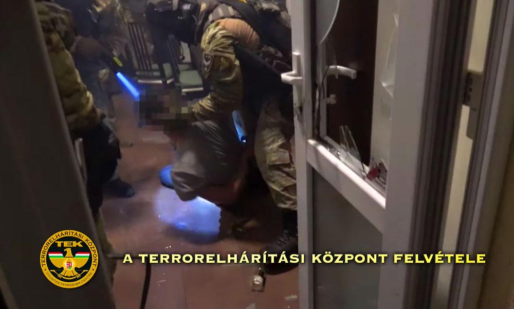 Alsónadrágban teperték a földre a drogdílereket a rendőrség bevetési egységének munkatársai