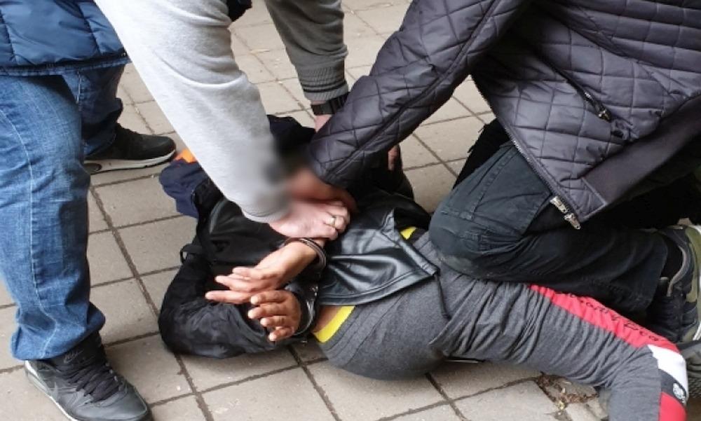 Szemen szúrták csavarhúzóval, majd belehalt az agysérüléseibe a Bihari utcai villamosmegállónál megtámadott férfi