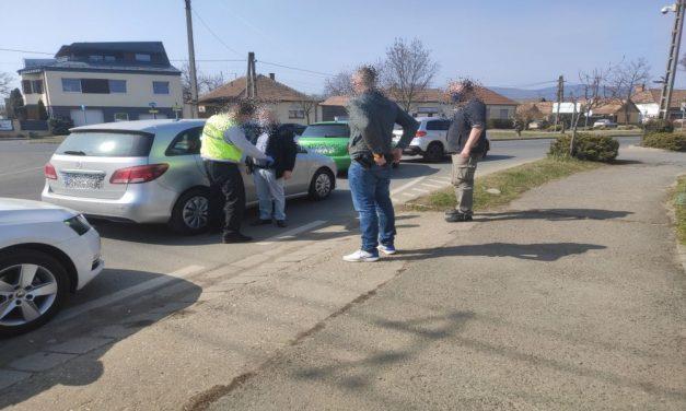 Rendőrnek adták ki magukat: milliókkal húzták le az időseket a szlovák unokázós csalók – videó
