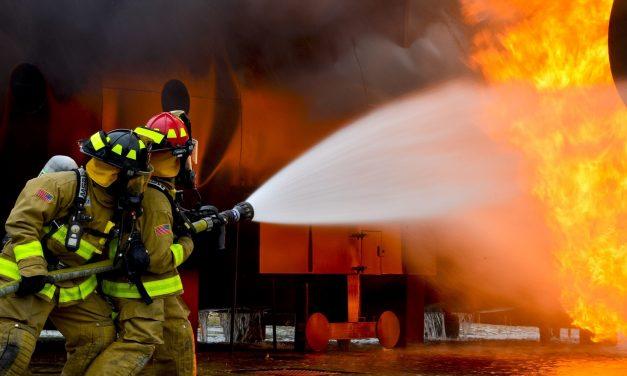 Lángolt egy családi ház Kaposváron: ketten meghaltak