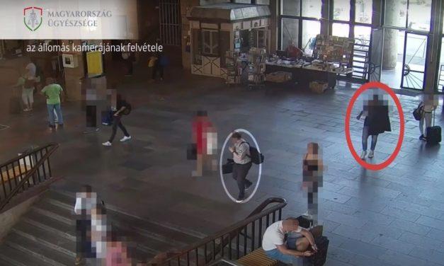Videón a lopás: így csente ki a pénztárcát áldozata táskájából a zsebtolvaj