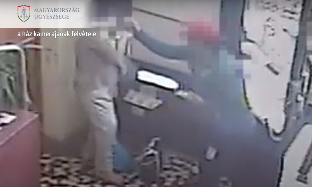 Videón, ahogy kitépik a nők nyakláncait: idős, beteg emberektől rabolt két férfi