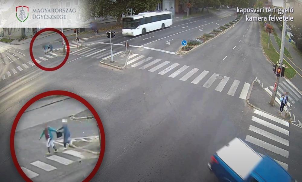 Videón a küzdelem: zebrán akarta kirántani egy idős nő kezéből a táskát egy kaposvári tolvaj