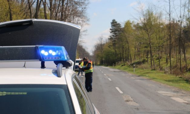 Brutális baleset Somogyban: halálra gázoltak egy forgalomirányítót – fotók a helyszínről