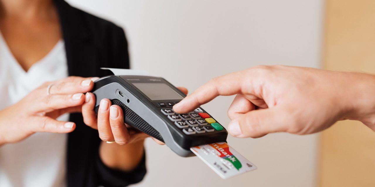 Mit gondolhatott? Volt élettársa bankkártyájával fizetett ki többhavi telefonszámlát ez a férfi – Ez várhat most rá