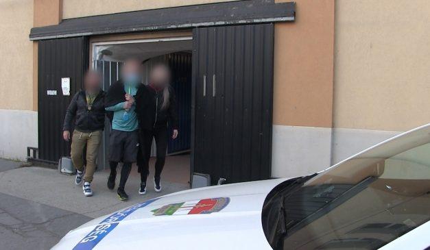 Razzia Budapesten – 300 milliónyi hamis gyógyszert foglaltak le a zsaruk – videó