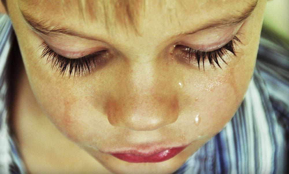 Egyedül sétált egy 3 éves kisfiú Szentendre forgalmas útszakaszán, a polgárőrök találtak rá