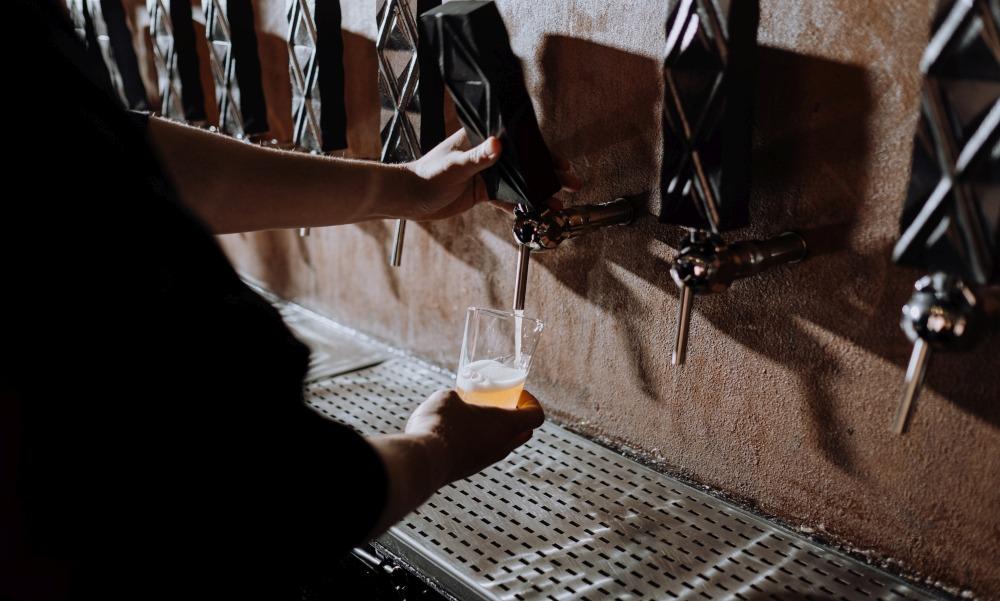Egyetlen egy sör miatt egy évre bezáratták a rendőrök az egyetlen balotaszállási kocsmát pár nappal a nyitás előtt