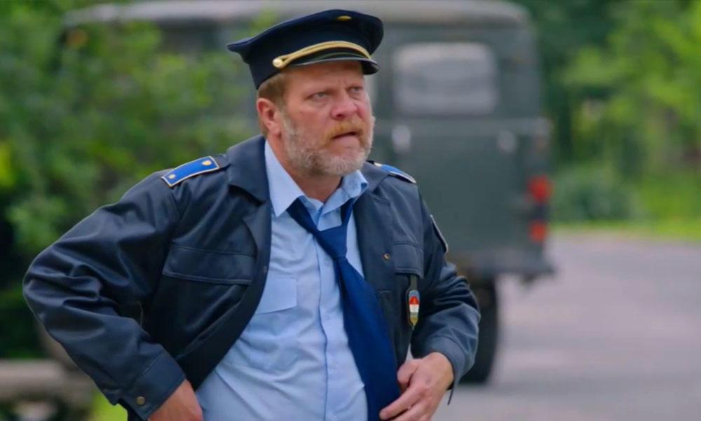 Erős rendőrségi jelenlét mellett kezdődött a Mi kis falunk forgatása, már az RTL Klub is azt kéri, hogy tartsák be a szabályokat a látogatók