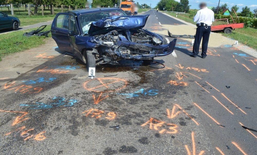 Túlterhelés miatt defektet kapott az autó: brutális sérülésekkel végződött a baleset