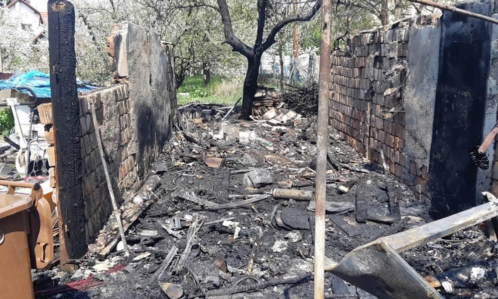 Rendőrök mentették meg az idős nőt, akinek egy berobbanó gázpalack miatt gyulladt fel a háza